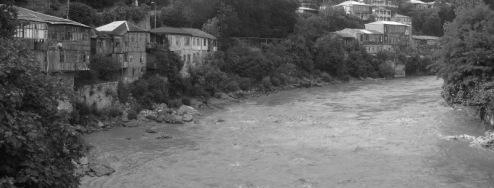 Kutaisi : le fleuve Rioni / le Phase
