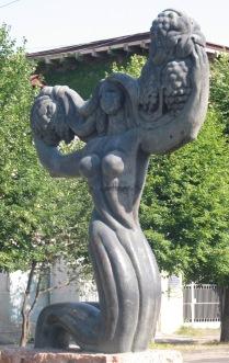"""Les vendanges"", statue de Merab Berdzenishvili, Telavi"