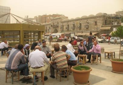 Diyarbakir : Gazi Caddesi et Hasan Pasa Han